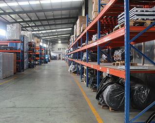 德瑞亚工厂整齐的生产车间和零件货架